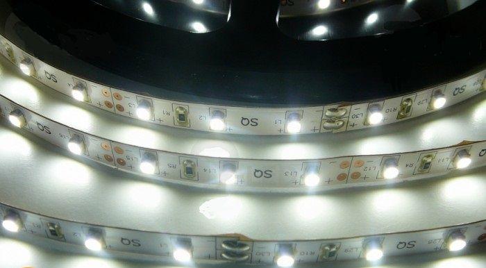 LED pásek vnitřní samolepící SQ300 12V 60LED/m 4,8W/m barva bílá studená cena za 1m