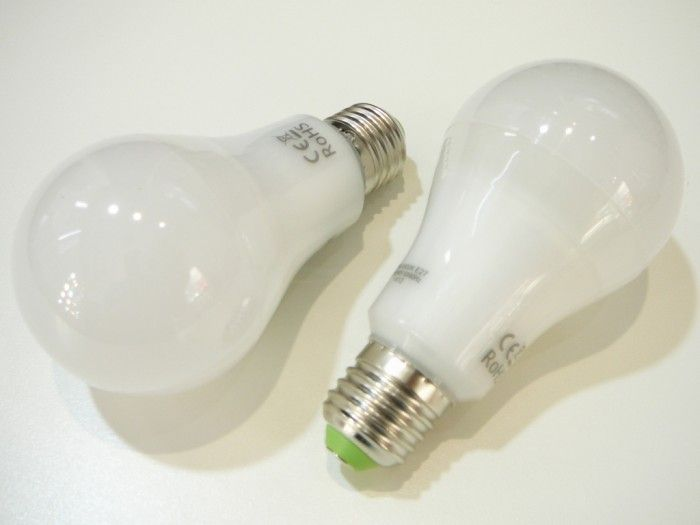 Žárovka LED E27/230V 12W - denní bílá úhel svitu 280°