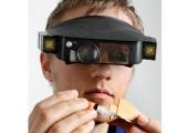 Lupa na čelo s LED osvětlením, čelovka náhlavní lupa s odnímatelným se světelným zdrojem a boxem na čtyři baterie AAA, zvětšení 1,8/2,3×/3,7×/4,8×