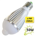 LED žárovka 230V AC s PIR 7W E27 bílá přírodní