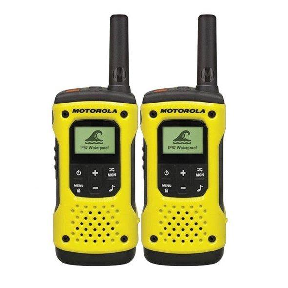 Vysílačky-PMR Radiostanice MOTOROLA TLKR T92 sada 1 pár, voděodolná, IP67, dosah až 10 km, 8 kanálů, LED svítilna, tlačítko SOS, LED displej s podsvícením, nabíječka, kufřík, žlutá