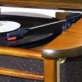 Gramofon ROADSTAR HIF-1899TUMPK RETRO, HI-FI mikro systém, AM/FM rádio tuner analogový, třešeň, s MP3/CD/CD-R/CD-RW přehrávačem, kazetová mechanika, modrý LCD displej, 2x 2.5W, dálkové ovládání, funkc