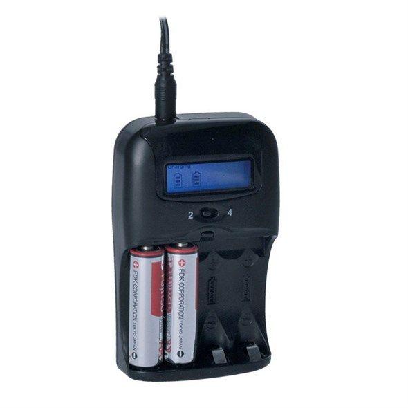Nabíječka akumulátorů baterií s LCD displejem, AC 230V, 1150mA, 2 kanály, AA/AAA, řízená mikroprocesorem, (NiCd, NiMH), nabíjí jednotlivé po kusu