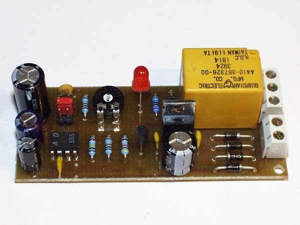 Stavebnice-časový spínač nastavitelný na 2sec...40min. na krátké časy s relé 230V/5A