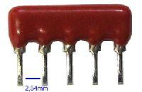 SIL5-4x4k7 - rezistorová síť, rezistory se společným vývodem.