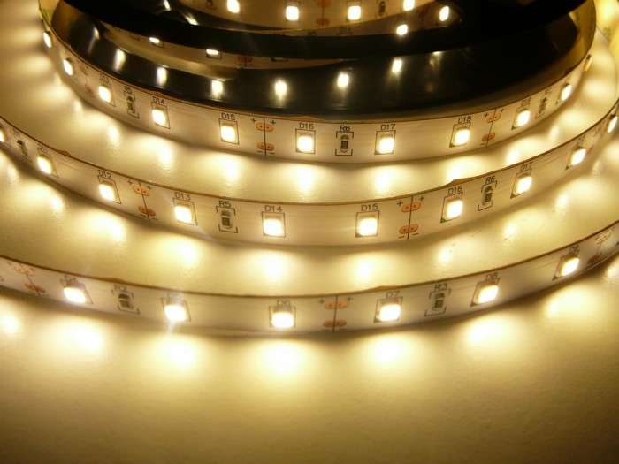 LED pásek vnitřní samolepící 300SB3 60LED/m 12V 12W/m barva bílá teplá cena za 1m
