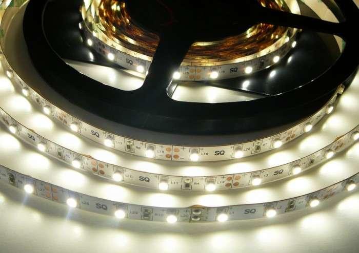 LED pásek vnitřní samolepící SQ300 12V 60LED/m 4,8W/m barva denní bílá cena za 1m