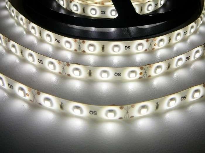 LED pásek vnitřní voděodolný IP55 samolepící SQ-W300 12V 60LED/m 4,8W/m barva denní bílá cena za 1m
